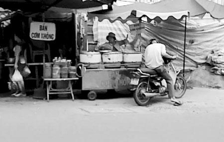"""""""Phố cơm không"""" giữa Sài thành, Tin tức trong ngày, pho com khong, sai gon, nguoi ngheo, nguoi lang thang, tre lang thang, cong nhan, tin tuc, tin nhanh, tin hot, vn"""