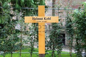 grave-of-dr-helmut-kohl-speyer-germany-08-17-2017